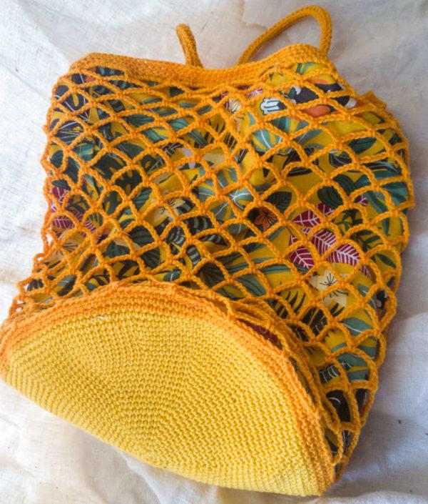 haekelnetz gelb liegend bodenansicht